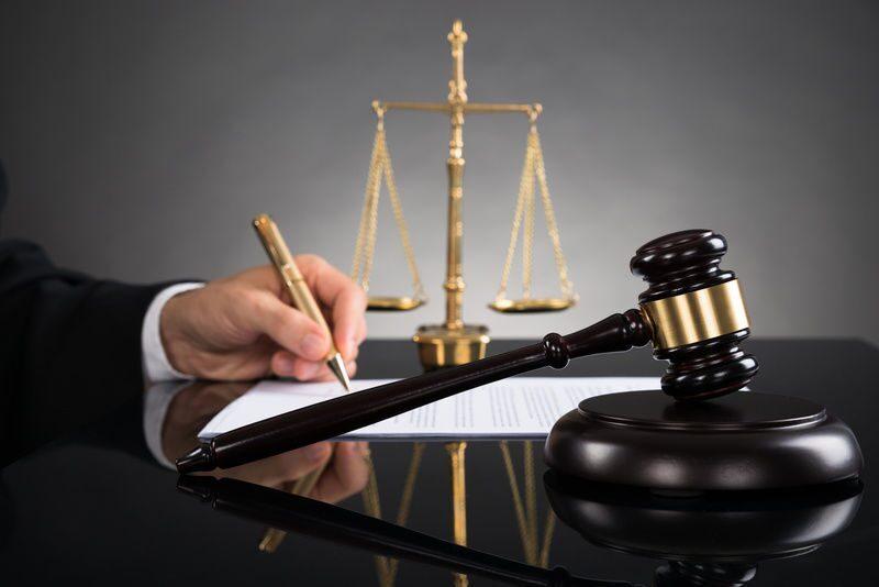 стоимость услуг адвоката при представлении интересов в суде эта неуверенность